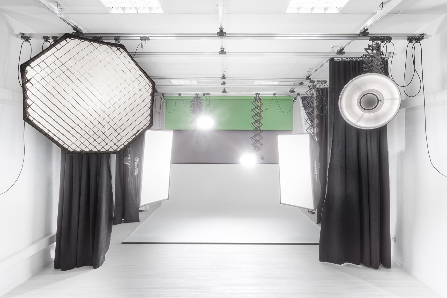 Studio_weiss_klein